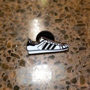 Authentic adidas Originals Pintrill Superstar pin